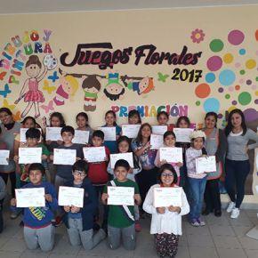 Premiación de ganadores de los Juegos Florales de primaria
